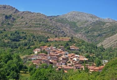 Zona centro del pueblo con vistas de las casas