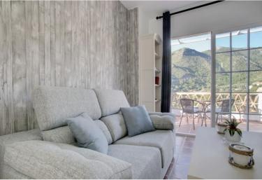 Alojamientos Monteverde- Ático con terraza - Ojen, Málaga