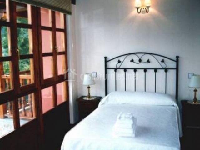Dormitorio matrimonial con salida exterior