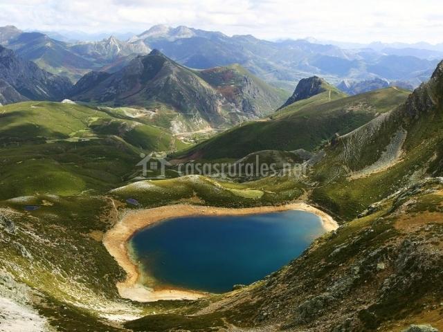 Lago en los Picos de Europa
