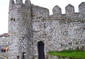 Esquina del castillo de Llanes