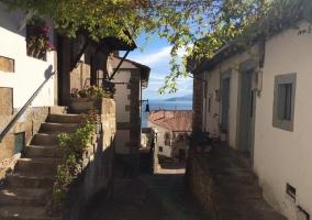 Estrechas y encantadoras calles cercanas al mar