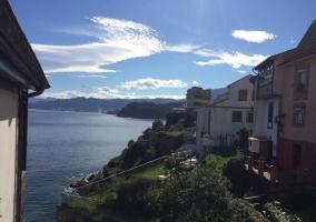 Costa asturiana y su fila de casas