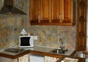 Cocina americana con acabados de madera