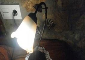 Bonita lámpara de mesita de noche