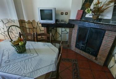 Alojamientos Macabes- Almendro - Mecina Bombaron, Granada