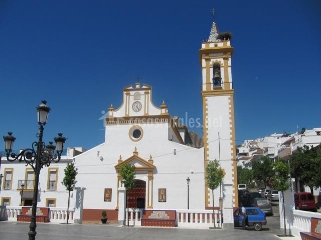 Iglesia Parroquial de Nuestra Señora del Carmen vista por el día