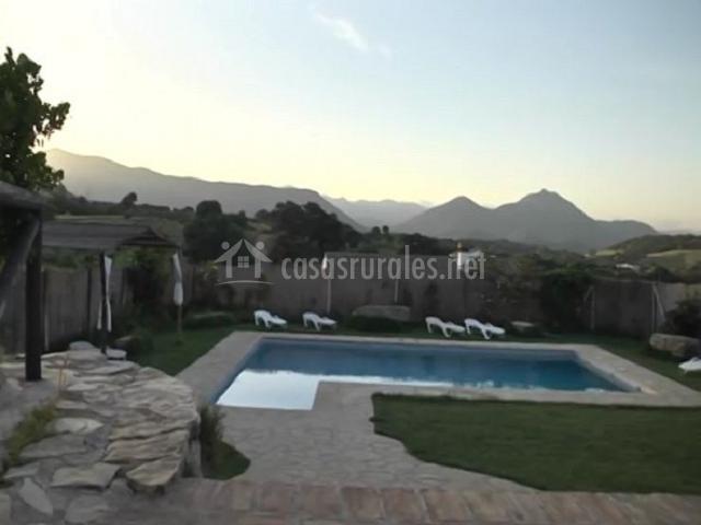 Vista de la piscina y el entorno