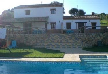 23 casas rurales con piscina en sierra de c diz for Casa rural para cuatro personas con piscina
