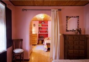 Habitación con cómoda