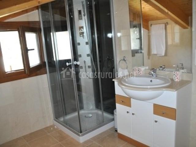El mirador de pinares en san leonardo de yague soria for Cuartos de aseo con ducha