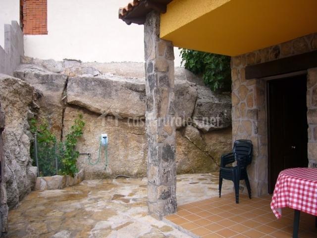 Casa trini en villanueva de avila vila for Barbacoa patio interior