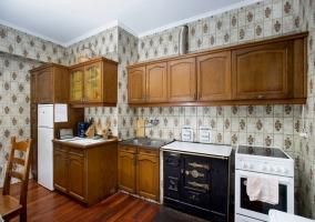 Cocina equipada con todo el mobiliario