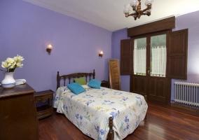 El dormito de matrimonio en colores morados