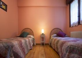 Habitación en tonos rosas