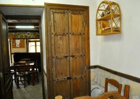 Distribuidos con puertas de madera