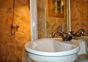 Lavabo del bano de piedra