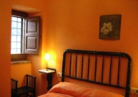 Habitación de color naranja