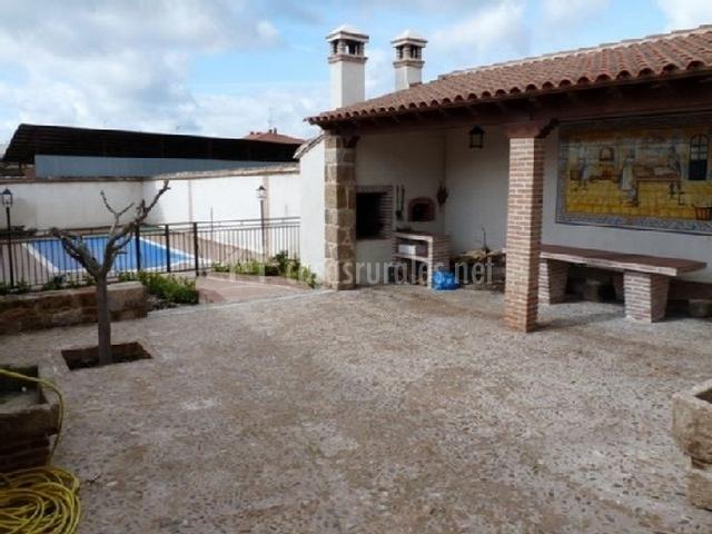 porche y piscina Tahona