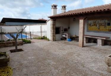 Casas rurales con piscina en valdeverdeja - Casas rurales en la provincia de toledo ...