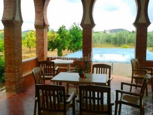 Vistas de la terraza con piscina delante