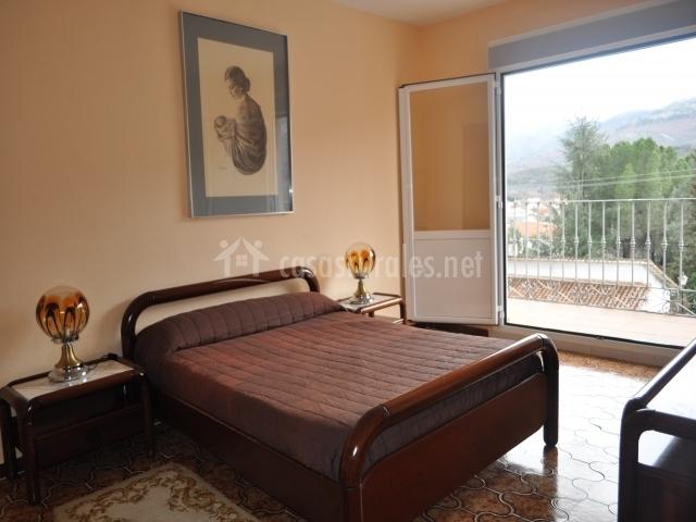 Habitación matrimonio y balcón