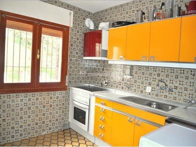 Casa rural la hijita en navaluenga vila for Azulejos antiguos para cocina