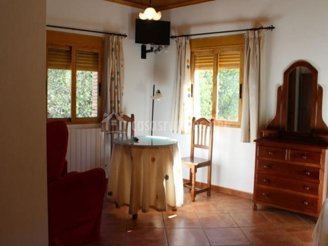 Hostal venta ticiano en yeste albacete for Mobiliario habitacion matrimonio
