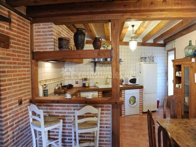 El capricho en otero de herreros segovia for Barra americana cocina salon