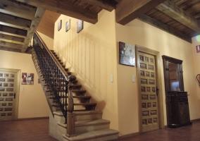 Escaleras y techos con vigas vistas