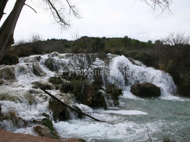 Zona natural del entorno con cascadas