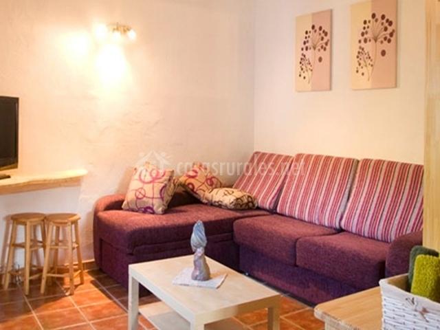 Casa salinas en salinas de jaca huesca for Sala de estar en el patio