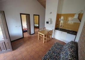 Salón con cocina integrada