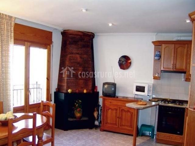 Casa la rosa en saravillo huesca for Sala de estar y cocina