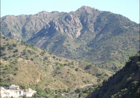 Casas y montaña