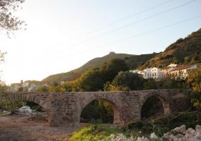 Puente con arcos por el lugar