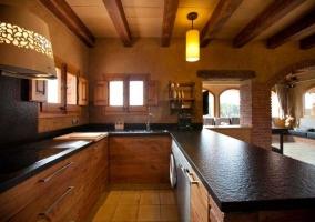 Amplia cocina de la casa rural