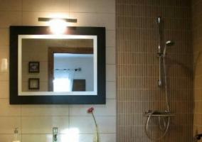 Aseo con ducha junto al lavabo