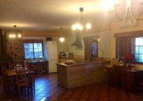 Cocina y sala de estar en la planta calle