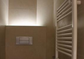 Baño con columna calefactable