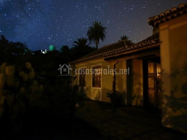 Vistas nocturnas de la casa