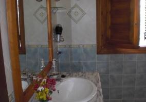 Lavabo del baño de la casa rural
