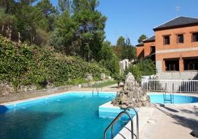 Ducha con azulejos acristalados de la casa rural andaluza
