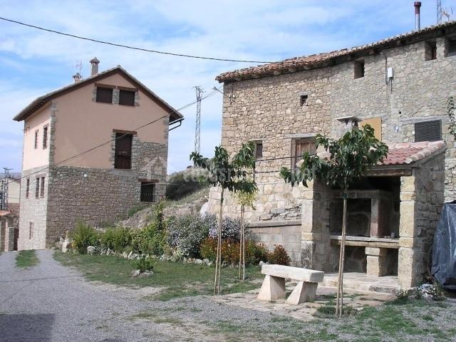 Casa jarque en cedrillas teruel - Barbacoa exterior ...