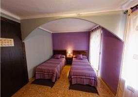 Dormitorio doble en morado