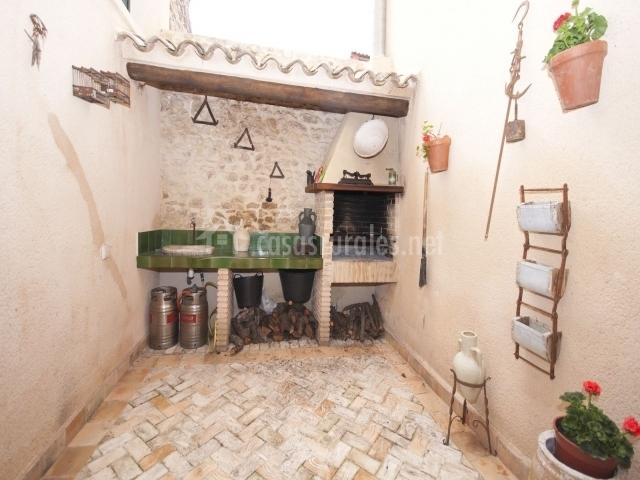 Casa la torre torremanzanas en la torremanzanas torre de for Barbacoa patio interior