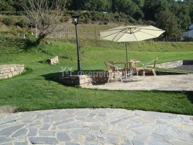 Casa bergua en viu de linas huesca - Casa muebles jardin ...