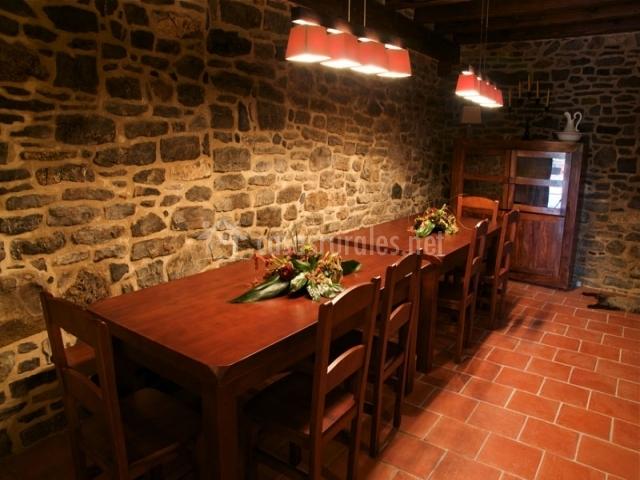 Mesa de comedor de la casa rural vasca