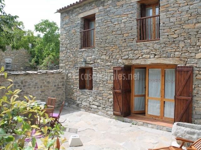 El corral de villacampa apartamentos rurales en mondot for Azulejos terrazas patios