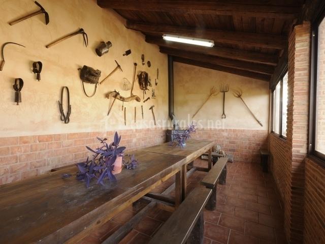 Casa rural la deshilla en alfambra teruel - Barbacoa de interior ...